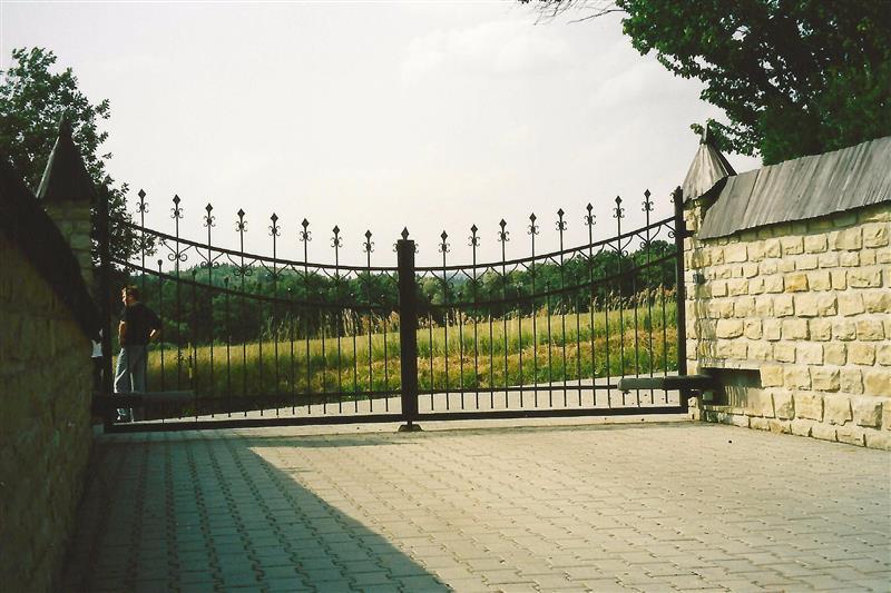 poháňaná otočná brána