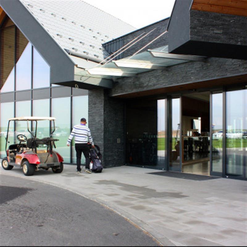 Posuvné automatické dveře pro Red Oak Golf Club