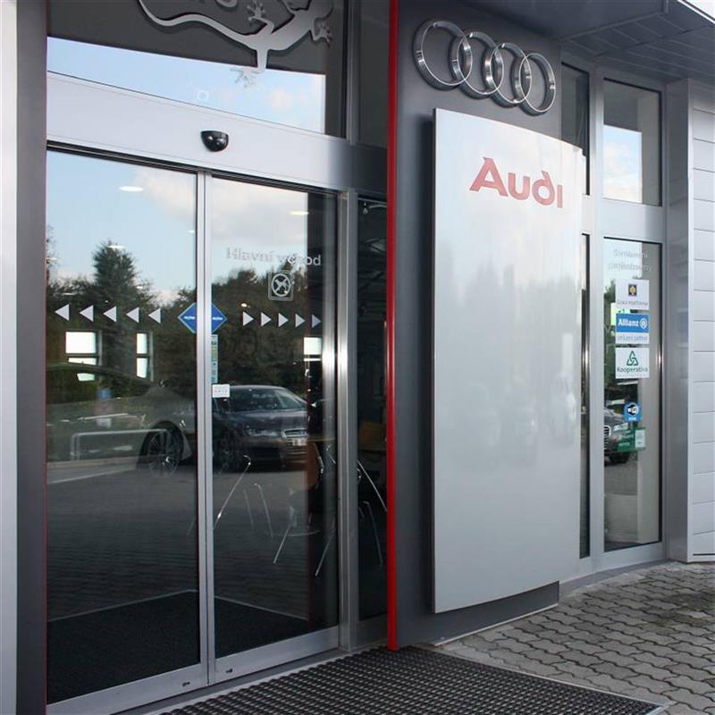 automatické dveře pro autosalon Audi