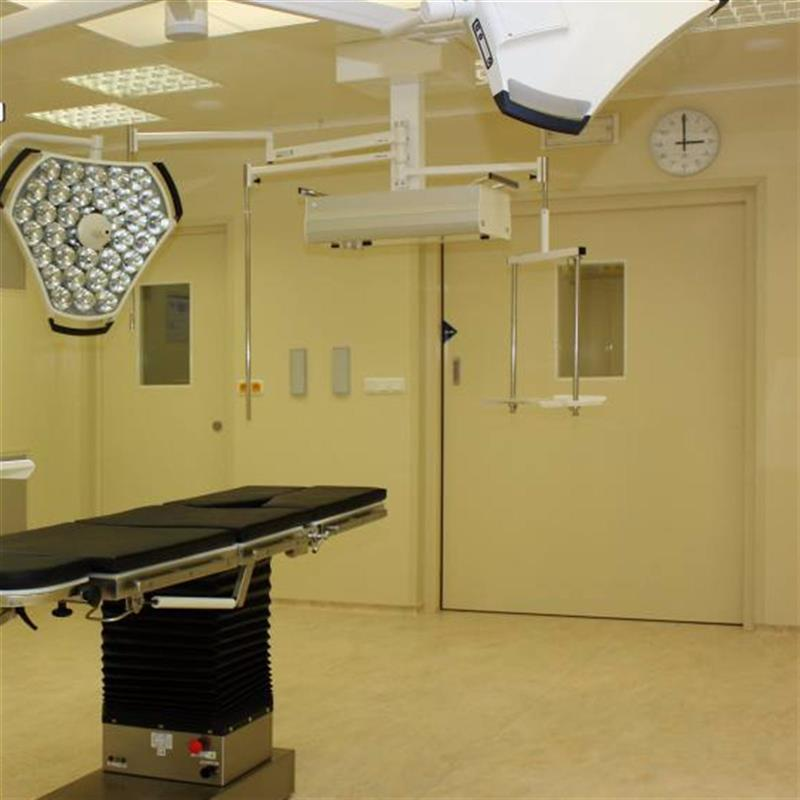 Automatické dveře do operačních sálů