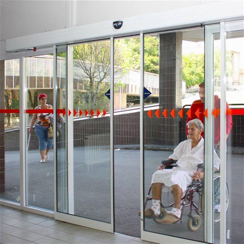 Automatické posuvné dveře do nemocničního pavilonu