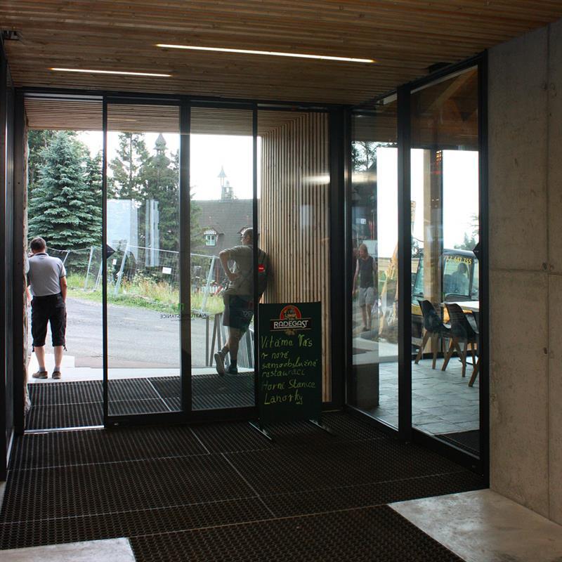 automatické dveře Spedos s nadstandardní výškou