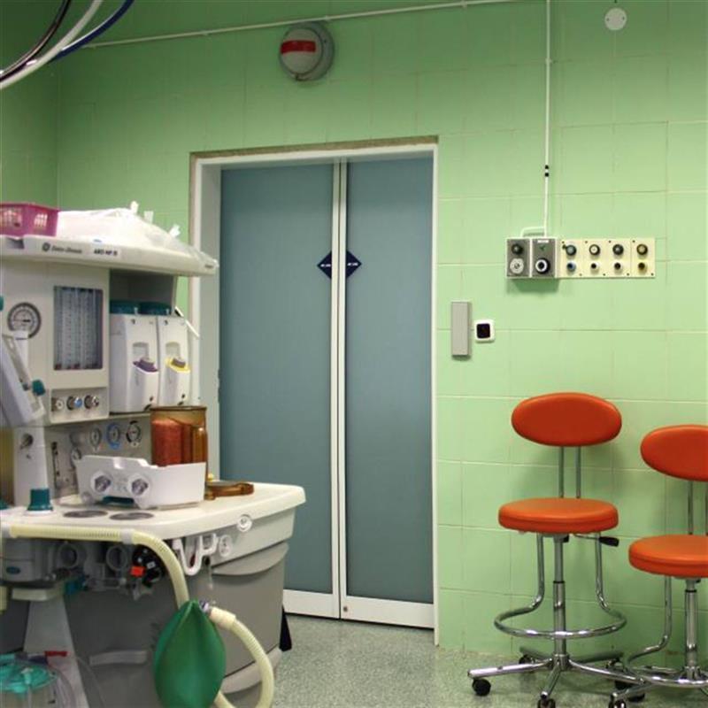 Montáž automatických dveří do operačních sálů