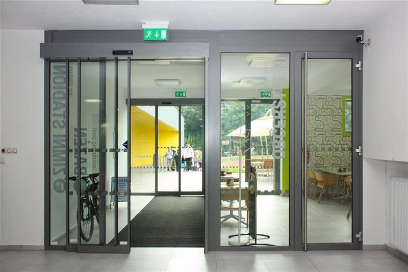 Automatické dvere vstupné strieborné