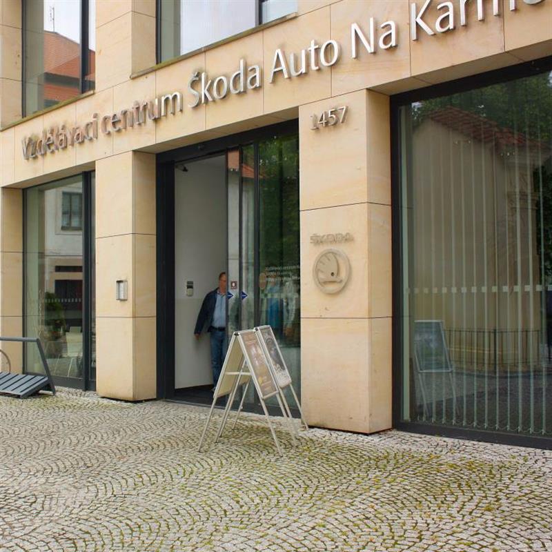 automatické dveře pro výukové centrum Škoda Auto