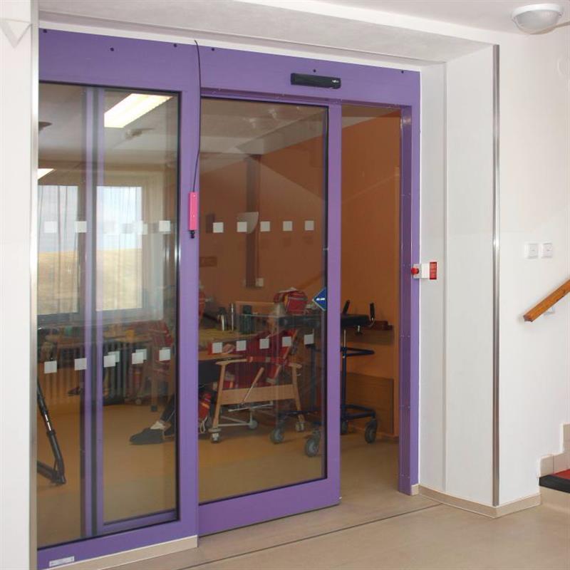 protipožární jednokřídlové automatické posuvné dveře pro domov důchodců fialové 2