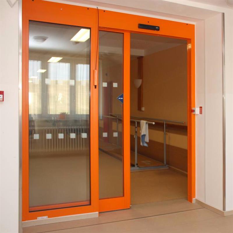 protipožární jednokřídlové automatické posuvné dveře pro domov důchodců oranžové