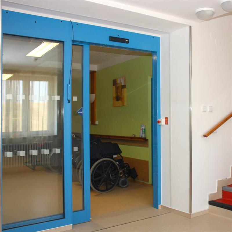 protipožární jednokřídlové automatické posuvné dveře pro domov důchodců