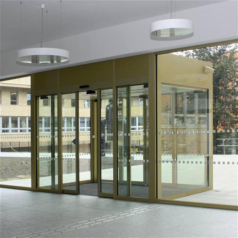 automatické posuvné dvoukřídlé dveře pro Masarykovu univerzitu Brno 2