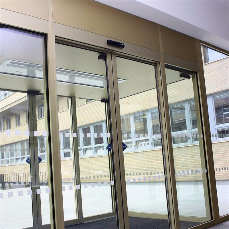 automatické posuvné dvoukřídlé dveře pro Masarykovu univerzitu Brno 3