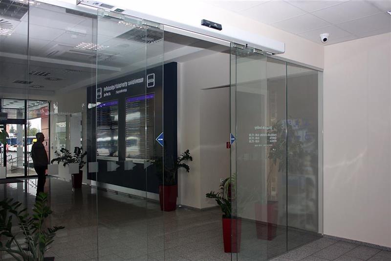 Automatické posuvné presklené dvere