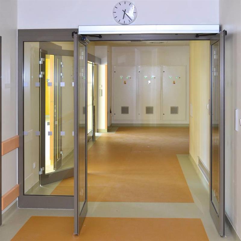 Automatické požární dvoukřídlé dveře