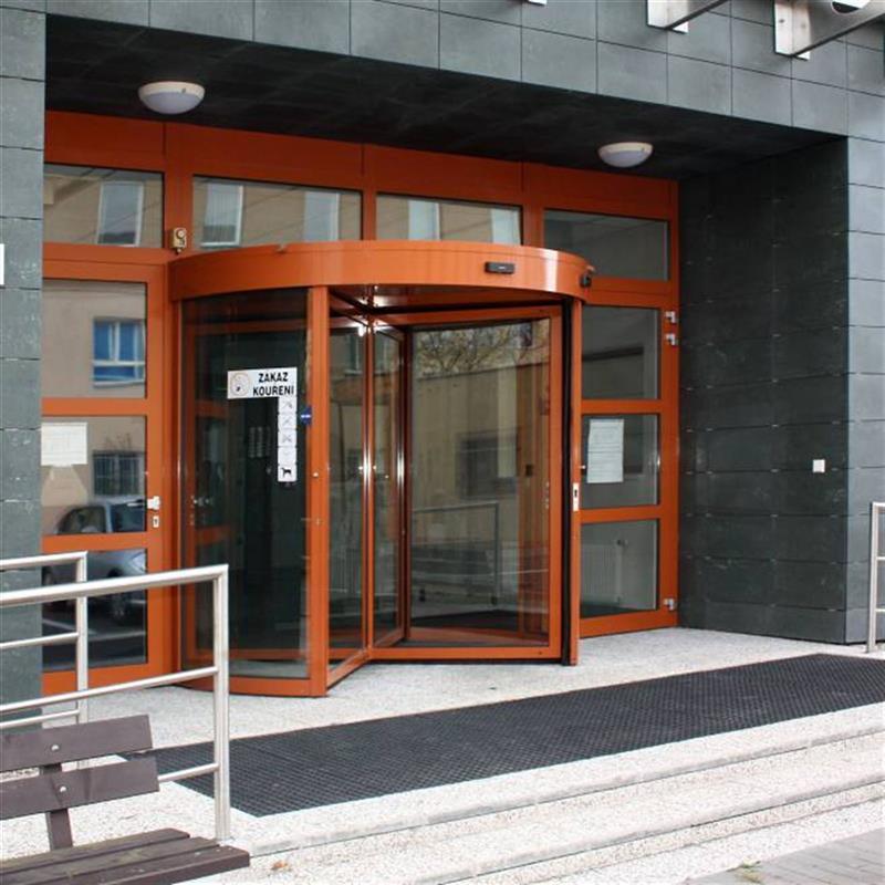 reference na čtyřkřídlé turniketové dveře oranžové