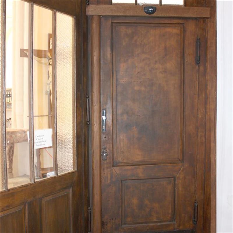 dřevěné vstupní dveře do katedrály