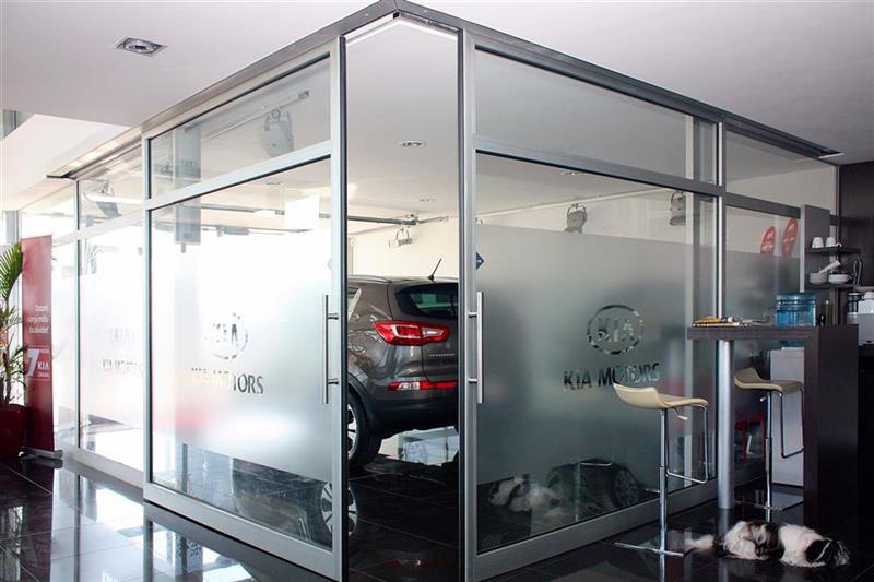 dverový portál automatické dvere autosalón