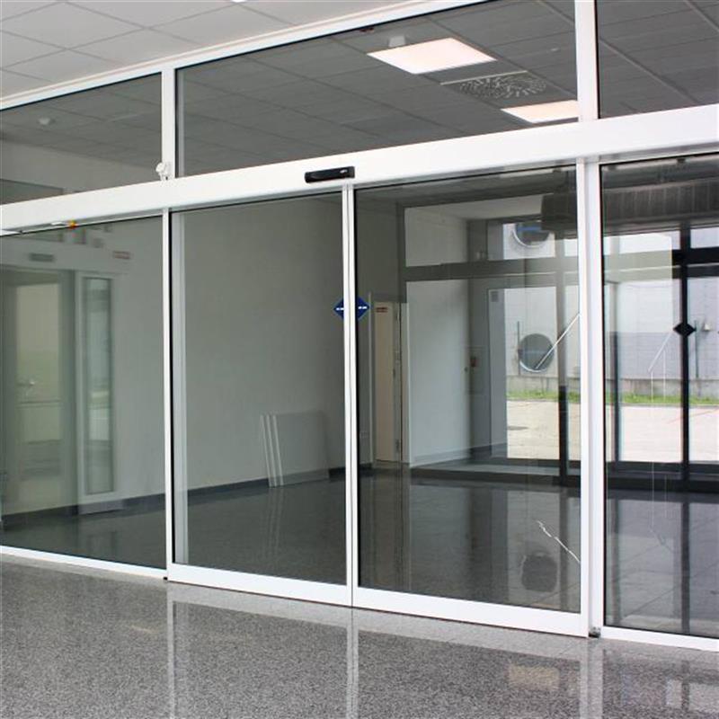 Samootevírací dveře dvoukřídlé