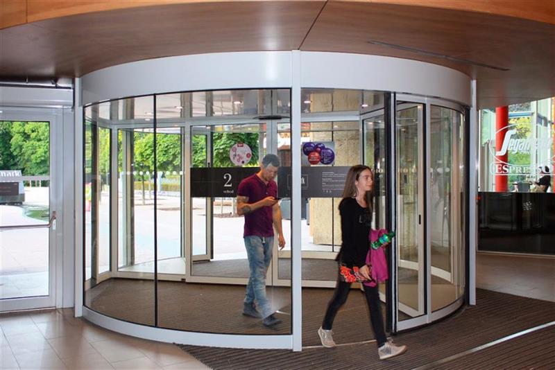 karuselové dvere Duotour v praxi