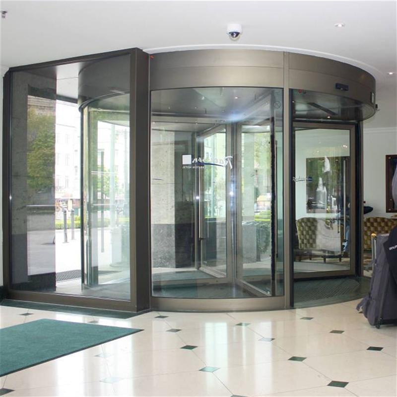 karuselové dveře Tourniket pro hotel Carlton Bratislava