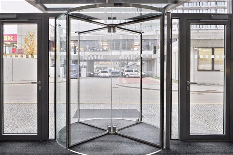 karuselové dvere Tourniket presklenné