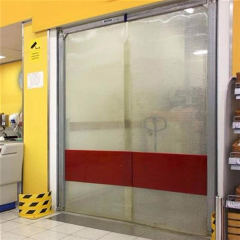 kyvná brána z PVC