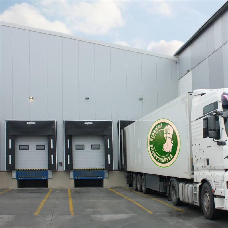 Montáž průmyslových garážových vrat Spedos