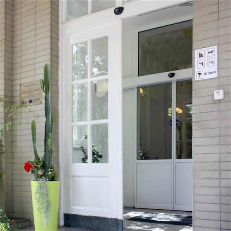 Moderní jednokřídlé automatické dveře