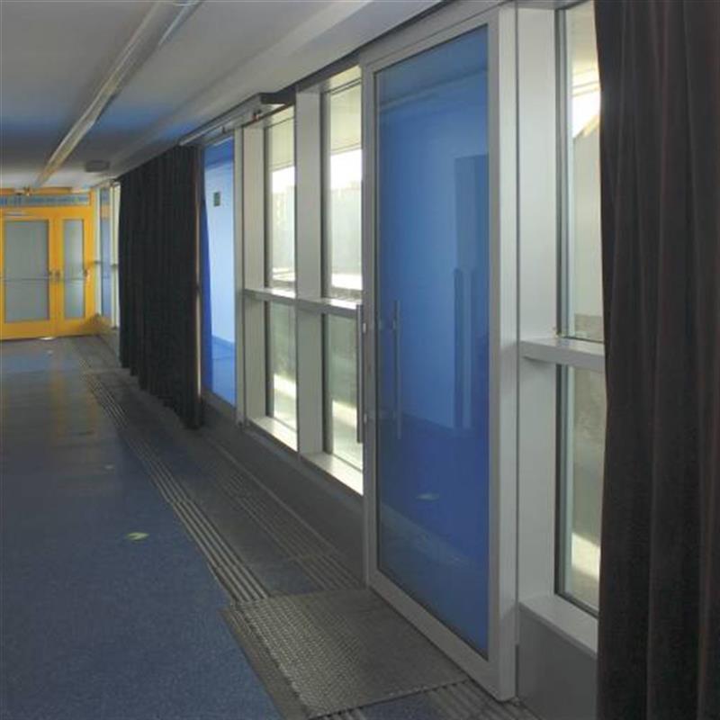 posuvné dveře Spedos s modrou fólií 2