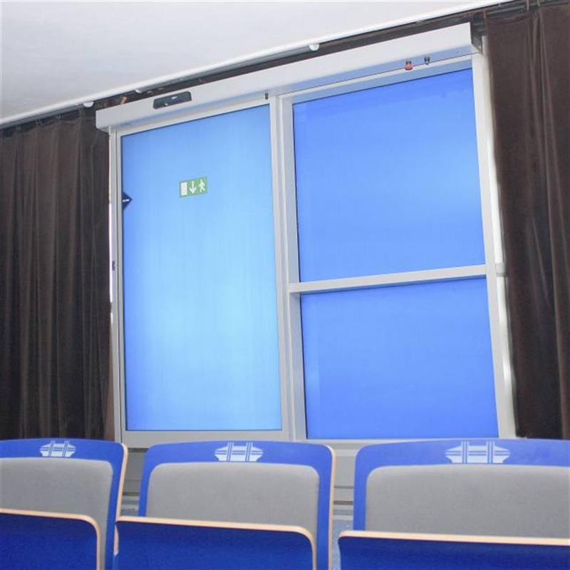posuvné dveře Spedos s modrou fólií 3