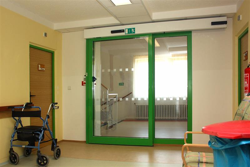Požiarne dvere automatické v nemocnici