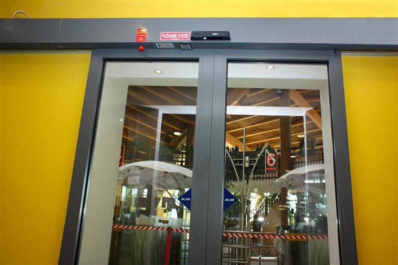 Protipožiarne automatické dvere s radarom