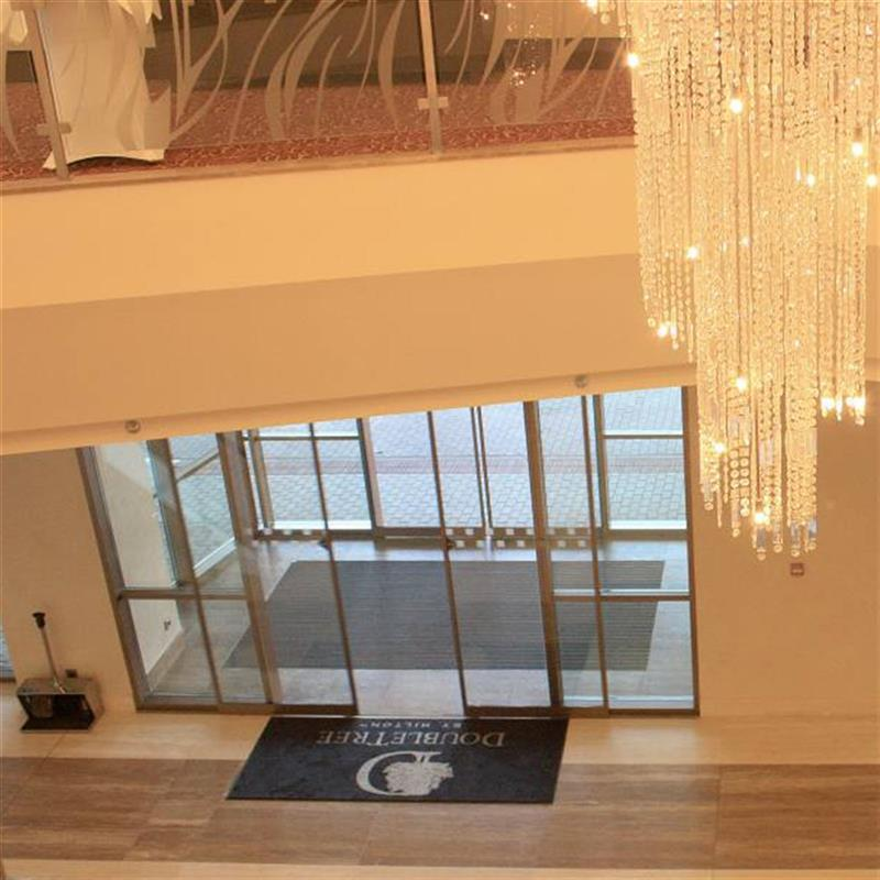 prosklené zádveří pro hotel Hilton 4