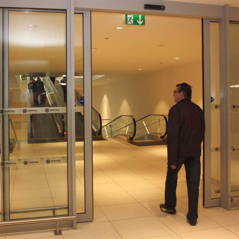 Dvoukřídlé posuvné automatické dveře