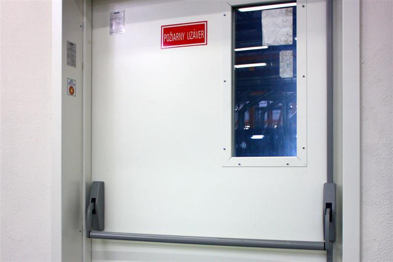 protipožiarne otváracie dvere pre maximálne bezpečie