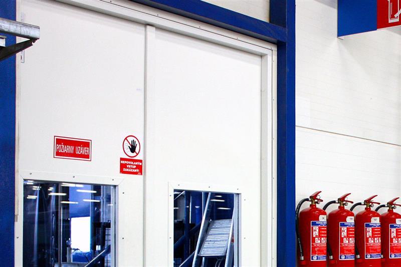 protipožiarne otváracie dvere pre požiarny uzáver