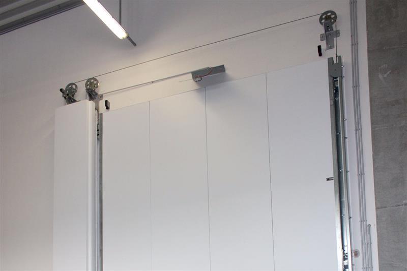 biela protipožiarna brána výsuvná