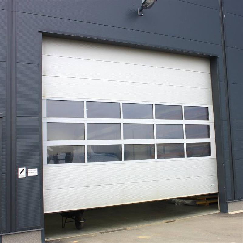 Průmyslová sekční vrata bez dveří