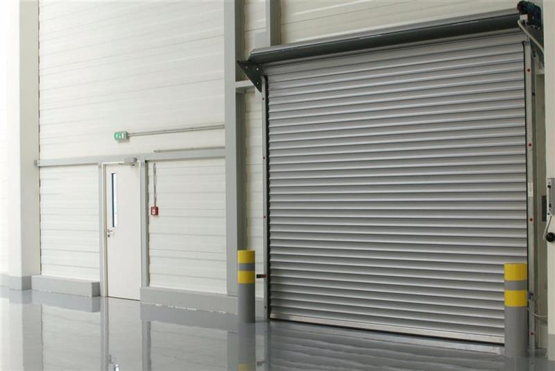 priemyselné rolovacie brány v hale