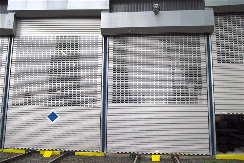priemyselné rolovacie brány pre električky