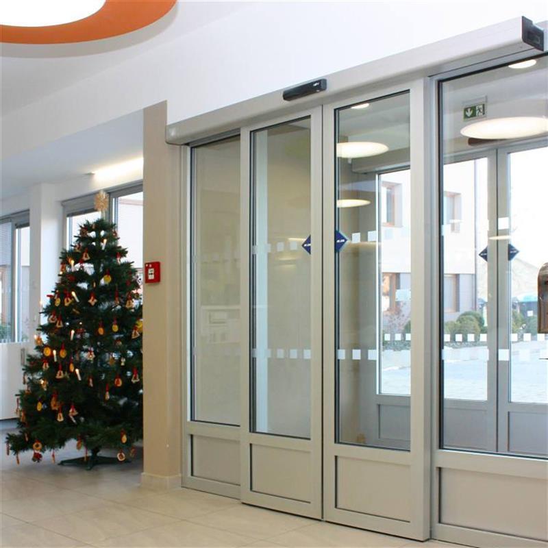 rámové stěny s automatickými dveřmi