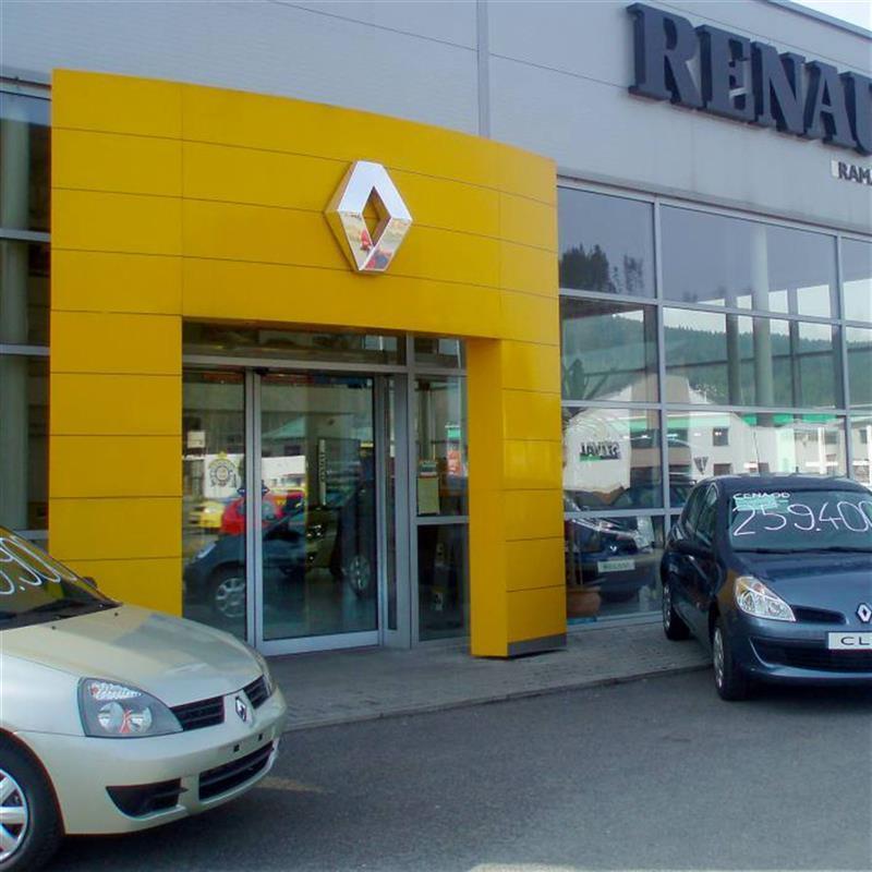 reference posuvných dveří pro autosalon Renault