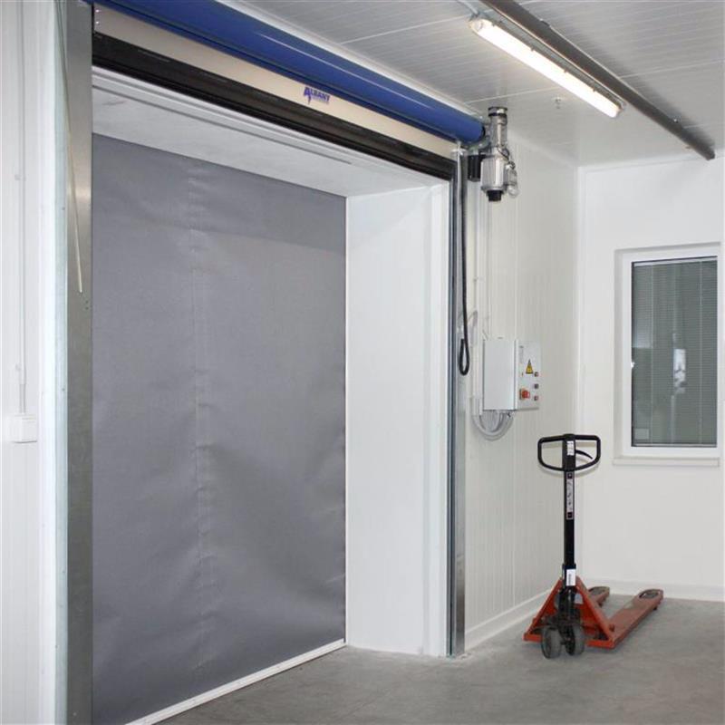 textilní protipožární roleta a rychlonavíjecí vrata