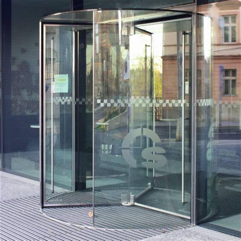 tříkrídlé karuselové dveře Tourniket Crystal 2
