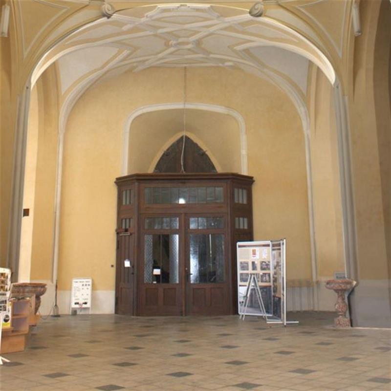 vstupní dveře do katedrály