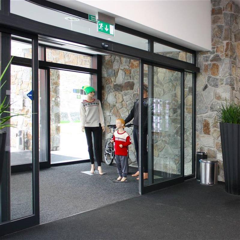 zádvěří pro vstup do hotelové haly 2