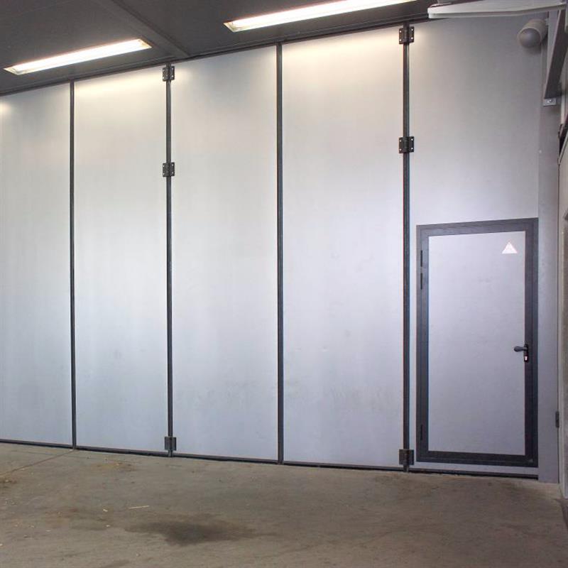 zavřená dvoukřídlá skládací vrata